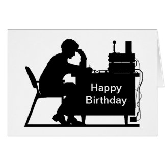Jamón masculino que toma la tarjeta de cumpleaños