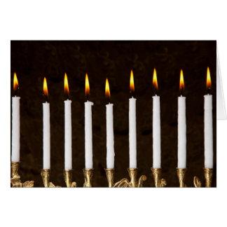 Jánuca Menorah con la tarjeta ardiente de las vela