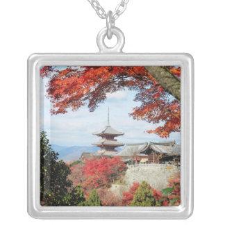 Japón, Kyoto. Templo de Kiyomizu en color del otoñ Pendiente