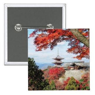 Japón, Kyoto. Templo de Kiyomizu en color del otoñ Pin Cuadrado
