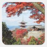 Japón, Kyoto. Templo de Kiyomizu en color del Calcomanía Cuadrada Personalizada
