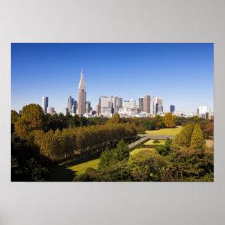 Japón. Tokio. Horizonte del distrito de Shinjuku y Póster