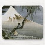Japonés del vintage del muchacho y del monte Fuji  Tapete De Ratones