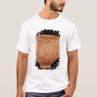 Jar decorated with overlapping applied scales T-Shirt