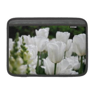 jardín blanco del tulipán fundas para macbook air