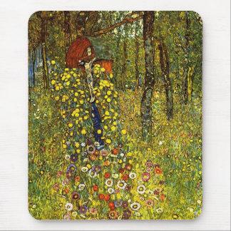 Jardín con crucifijo de Gustavo Klimt Alfombrilla De Ratón