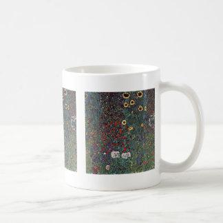 Jardín con los girasoles en el campo tazas de café
