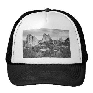 Jardín de Colorado de dioses en blanco y negro Gorras
