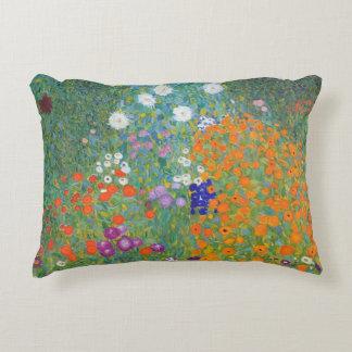 Jardín de flores de Gustavo Klimt Cojín