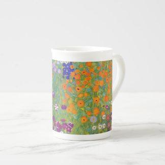 Jardín de flores de Gustavo Klimt Taza De Porcelana