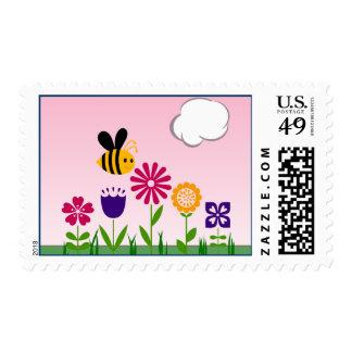 Jardín de flores feliz de la abeja timbre postal