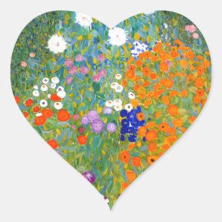 Jardín de flores por el vintage de Gustavo Klimt Pegatinas De Corazon Personalizadas