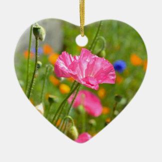Jardín de flores rosado de la amapola adorno navideño de cerámica en forma de corazón