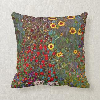 Jardín de la granja de Gustavo Klimt con la Cojín Decorativo