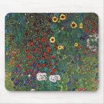 Jardín de la granja de Gustavo Klimt con los giras Alfombrillas De Ratones