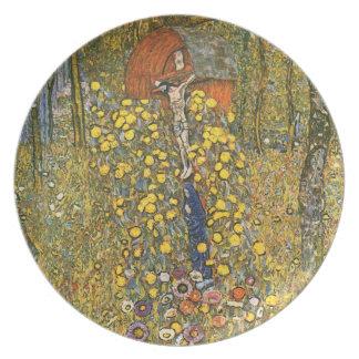 Jardín de la granja de Klimt con la placa del cruc Platos Para Fiestas