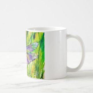 Jardín de la libélula taza básica blanca
