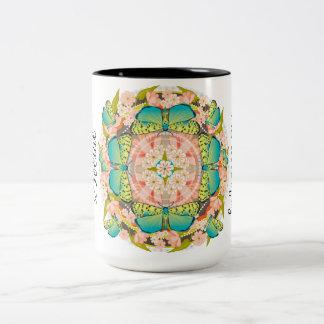 Jardín de la mariposa taza de café de dos colores