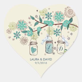 Jardín de los tarros de albañil que casa al pegatina en forma de corazón