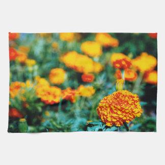 Jardín de zinnias toalla
