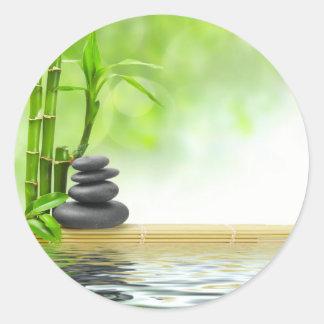Jardín del agua de la tranquilidad del zen por pegatina redonda