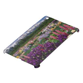 Jardín del iris y del Lupine y gama de Teton,