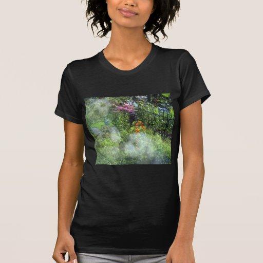 Jardín Havanese de la reflexión del perro del resc Camisetas
