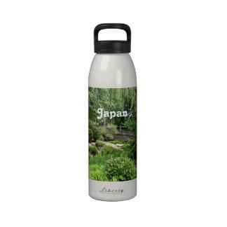 Jardín japonés botallas de agua