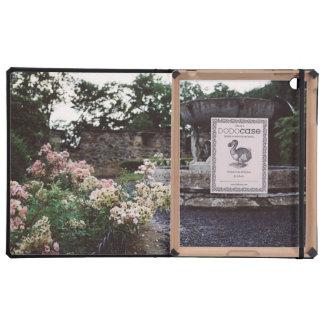 Jardín ornamental, rosas y una fuente