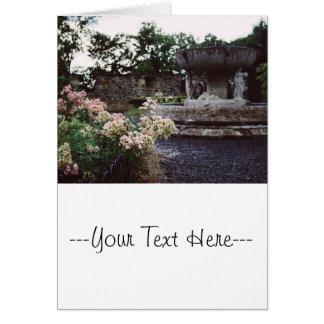 Jardín ornamental, rosas y una fuente tarjeta de felicitación