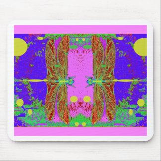 Jardín rosado de la luna de las libélulas verdes p alfombrilla de ratones