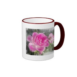 Jardín rosado subió taza de café