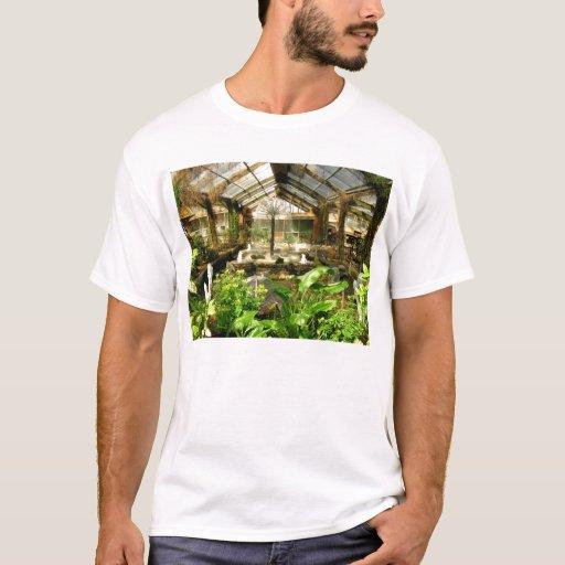 Jardín tropical debajo del vidrio playera