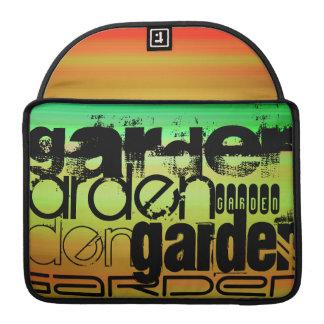 Jardín; Verde vibrante, naranja, y amarillo Funda Para Macbook Pro
