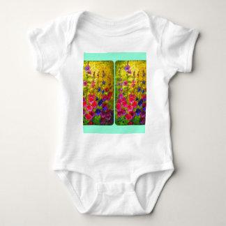 Jardín Windows de los Hollyhocks por Sharles Body Para Bebé