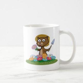 Jardinero de la flor del oso de peluche taza de café
