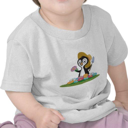 Jardinero de la flor del pingüino camiseta