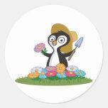 Jardinero de la flor del pingüino pegatinas redondas
