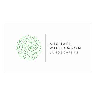 Jardinero moderno que ajardina el logotipo en tarjetas de visita