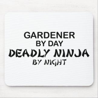 Jardinero Ninja mortal por noche Tapetes De Ratón