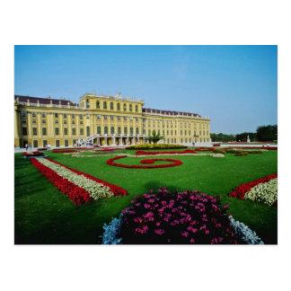 Jardines formales rojos en la entrada a Schonbrunn Tarjetas Postales