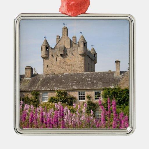Jardines hermosos y castillo famoso en Escocia 2 Adorno Navideño Cuadrado De Metal