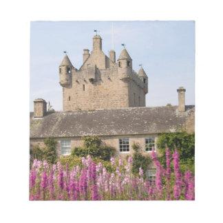 Jardines hermosos y castillo famoso en Escocia 2 Bloc De Notas