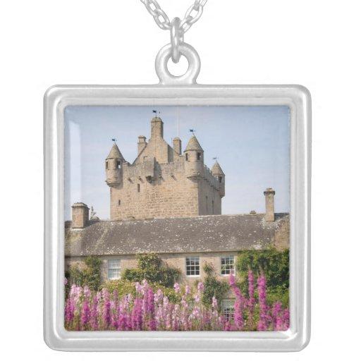 Jardines hermosos y castillo famoso en Escocia 2 Joyerias