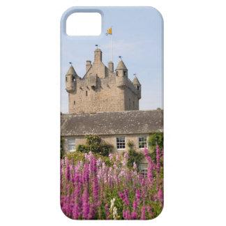 Jardines hermosos y castillo famoso en Escocia 2 iPhone 5 Case-Mate Cárcasa