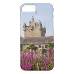 Jardines hermosos y castillo famoso en Escocia 2 Funda iPhone 7