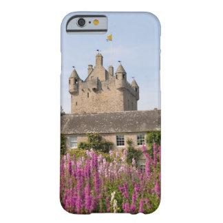 Jardines hermosos y castillo famoso en Escocia 2 Funda Para iPhone 6 Barely There