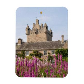 Jardines hermosos y castillo famoso en Escocia 2 Imán Rectangular