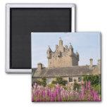 Jardines hermosos y castillo famoso en Escocia 2 Imán Cuadrado