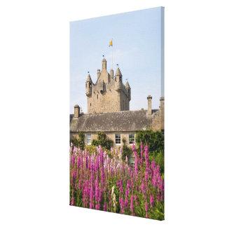 Jardines hermosos y castillo famoso en Escocia 2 Impresión En Lienzo Estirada